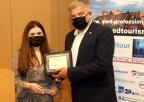 Απονομή βραβείου στον Πρόεδρο του ΙΣΑ και Περιφερειάρχη Αττικής Γ. Πατούλη για τη δράση και τη συνδρομή του στην αντιμετώπιση της πανδημίας από τον όμιλο Med-Professionals, στο πλαίσιο του 7ου Συμπόσιου Ιατρικού Τουρισμού